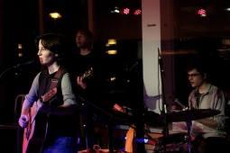 Die Band im Aufbau   LICHTHAUS Halle   Anna, Jan, Simon   Photo: Anne Schüttig