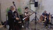 Live in der Templerkapelle Mücheln, Juni 2019 Kontrabass:Akki Schukz, Git/Mand/Ukulele: Michael Proschek